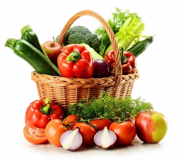 Хранить овощи можно и в кладовке, но срок хранения таких продуктов значительно снижается