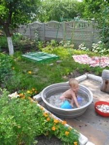 Пластиковый бассейн для малышей