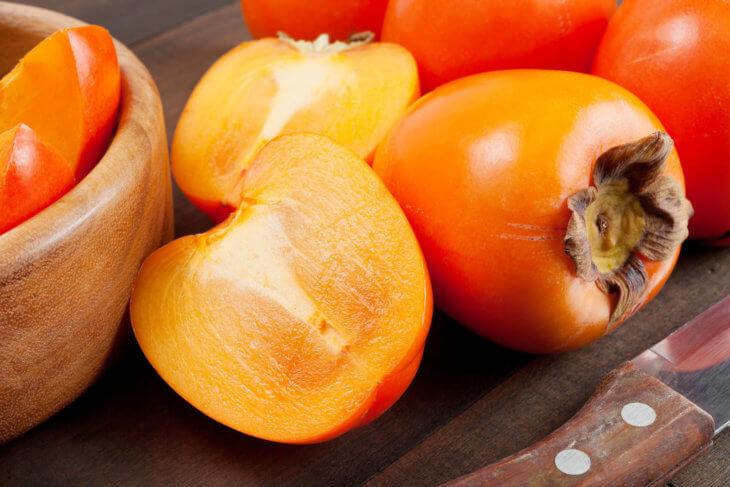 Спелые плоды хурмы
