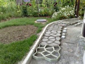 Строительство дорожки в саду