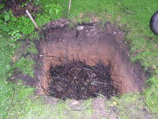 Как сделать компостную яму: раскрываем секреты устройства