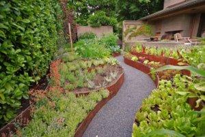 Ландшафтный дизайн будет прекрасно дополнять декоративные посадки